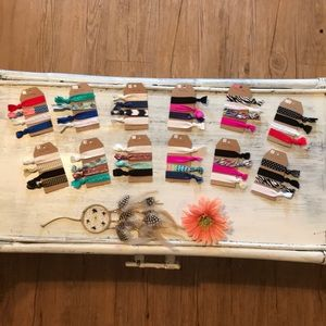 🎀Lot of 48 WOMEN'S hair ties/bracelets.🎀😱